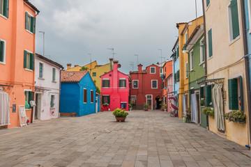 Venise Burano place maisons colorées