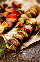 Skewers of chicken meat and vegetables