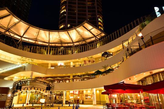 夕暮れ時の横浜ベイクォーター