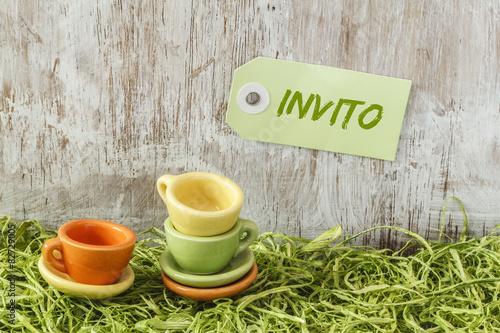 """minibecher auf gras, einladung, picknick, italienisch"""" stockfotos, Einladung"""
