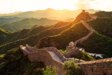 Photo sur Aluminium Muraille de Chine Great wall under sunshine during sunset