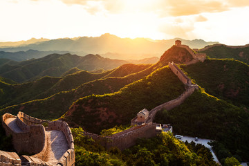 Tuinposter Chinese Muur Great wall under sunshine during sunset