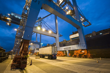 container operation in port terminal, Brazil, night Fototapete
