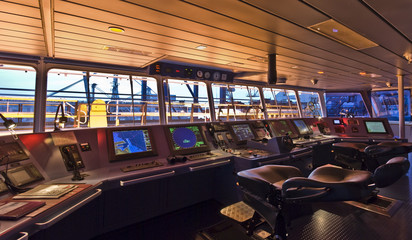 Cruise Ship Wheelhouse | Travelers Push
