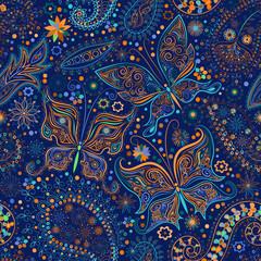 Rocznika bezszwowy kwiecisty motywu tło z motylami.