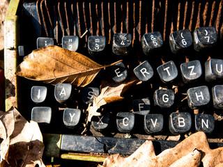alte, kaputte Schreibmaschine - Details