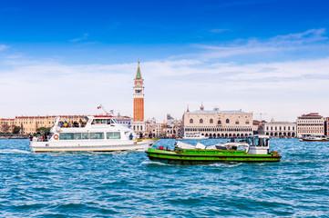 Circulation sur le canal de la Giudecca à Venise, Italie