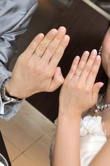 華やかなお二人の結婚指輪のお披露目