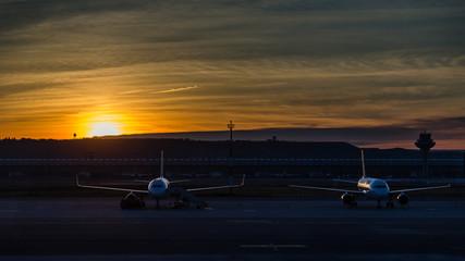 Aviones al amanecer