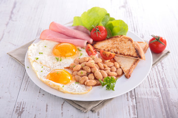 breakfast with bean,egg and bacon