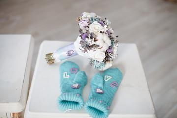 Winter wedding bouquet with mittens.