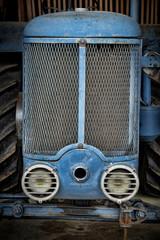 Calandre de tracteur