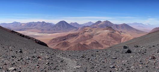 Vue de la Cordillère des Andes depuis le volcan Lascar (Chili)