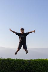 Luftsprung am Trampolin