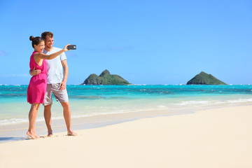 Wall Mural - Couple on beach vacation taking selfie smartphone