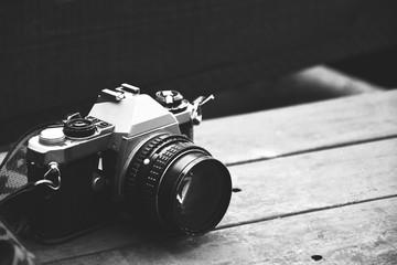 Macchina fotografica in bianco e nero