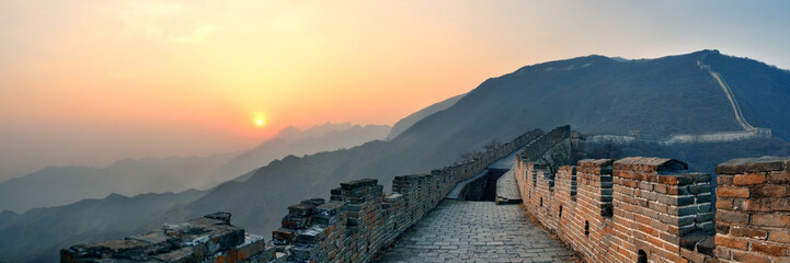 Tuinposter Chinese Muur Great Wall sunset panorama