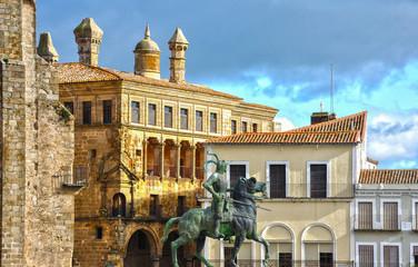 Estatua de Pizarro y palacio Vargas Carvajal, Trujillo, España