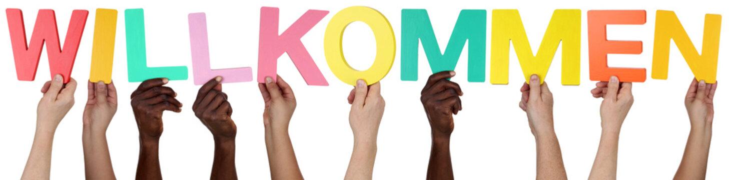 Multikulturell People Gruppe halten das Wort willkommen