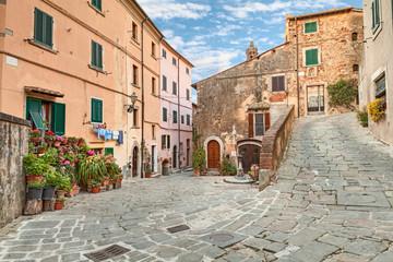 Obraz Stare miasto Castagneto Carducci, Toskania, Włochy - fototapety do salonu