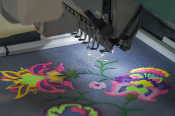 Professional machine for applying embroidery on different tissue
