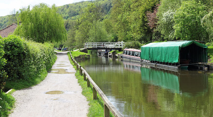 Fototapete - Boats on the Kennett & Avon Canal