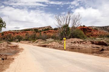 Straße durch einen Canyon