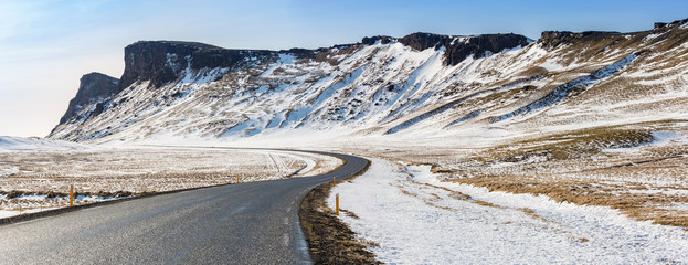 Photo sur Aluminium Pôle Road Winter Mountain Iceland