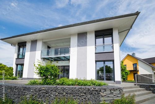 Große Moderne Stadtvilla Stockfotos Und Lizenzfreie Bilder Auf