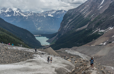 Canada, Alberta, Banff National Park, Canadian Rockies, Hikers walking in valley
