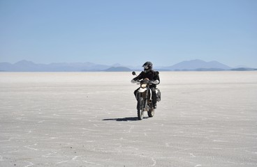Tourists on the Uyuni salt flats