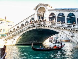 Venise Le pont du Rialto sur le Grand Canal