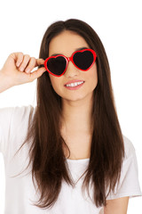 Teenage woman with sunglasses.