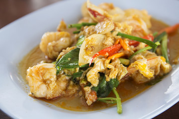 Stir fried Shrimp with yellow curry