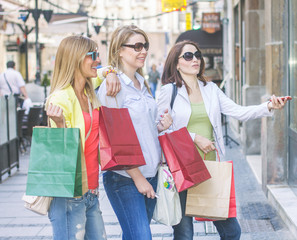 Shopping Girlfriends