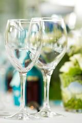 Festtafel mit Gläsern