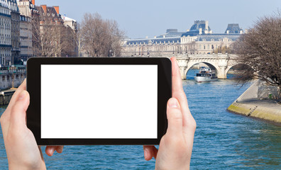 tourist photographs of Pont Neuf in Paris