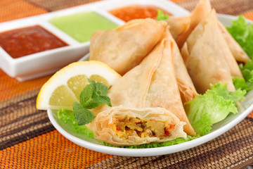 vegetable samosa with indian sauce