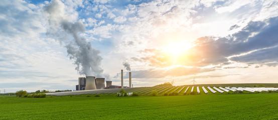 braunkohlekraftwerk - solarenergie - Windräder