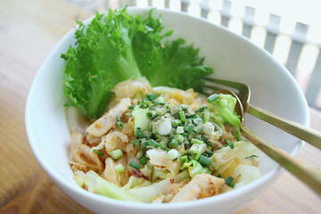 Stir-fried rice noodle with chicken