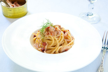 Spaghetti with pesto red onion and tuna