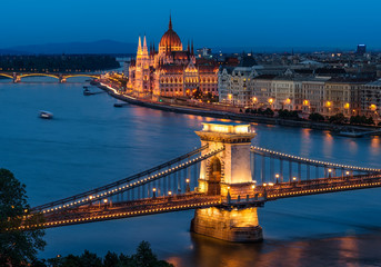 Foto op Canvas Boedapest Budapest Chain Bridge and the Hungarian Parliament