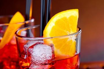 Fototapete - close-up of glasses of spritz aperitif aperol cocktail