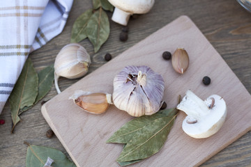 Garlic, mushrooms and spices