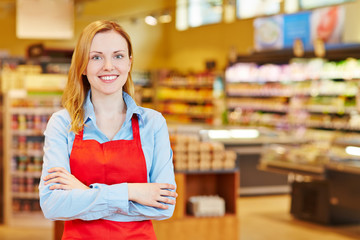 Young woman doing apprenticeship in supermarket