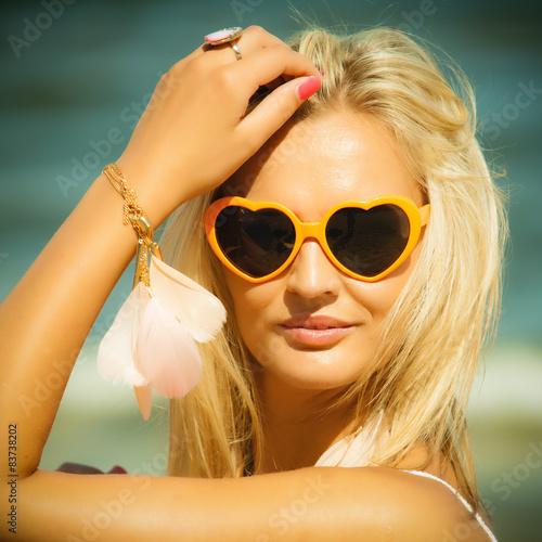 Фото девушек блондинок в очках