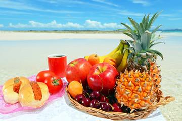 南国の美しいビーチと果物