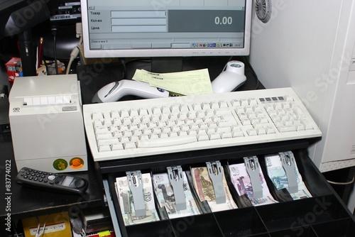 телефоны, часы должен ли фармацевт менять деньги если нет сдачи бабушкой конечно