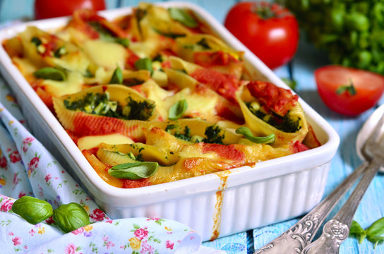 Conchiglioni stuffed with spinach.