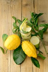limonata e limoni verticale